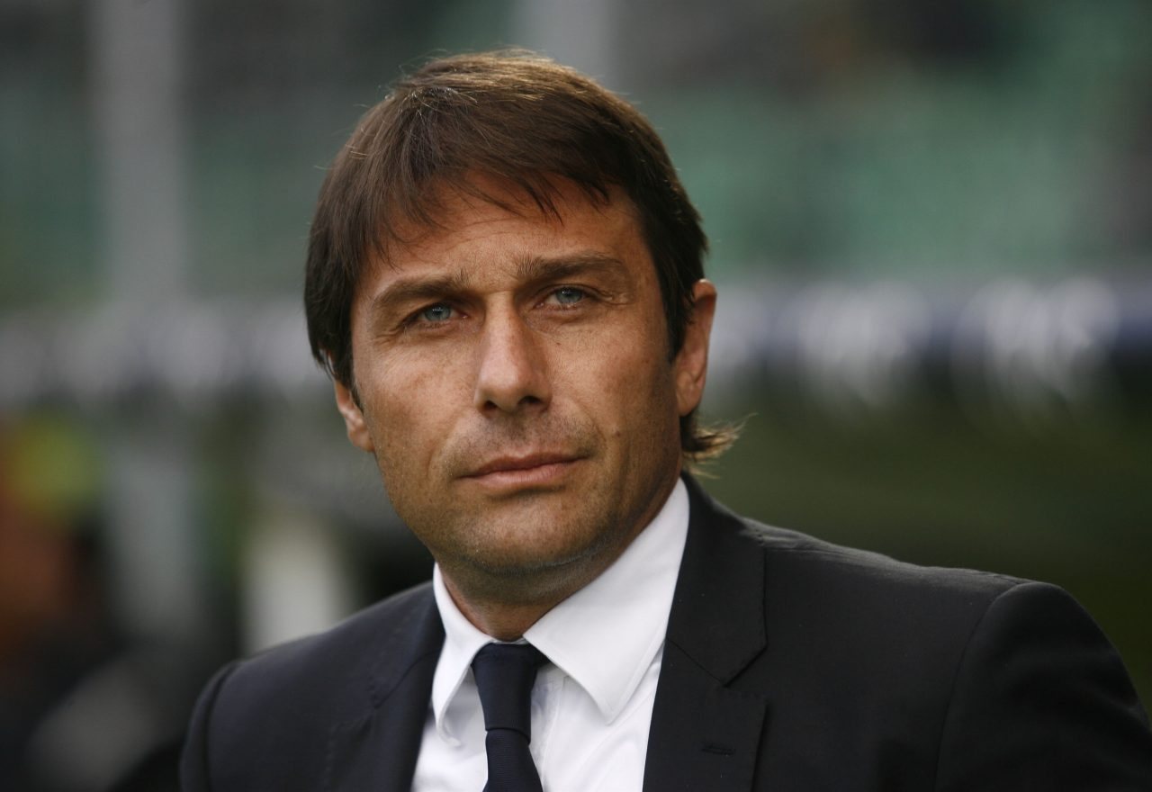 Juventus's coach Antonio Conte reacts du