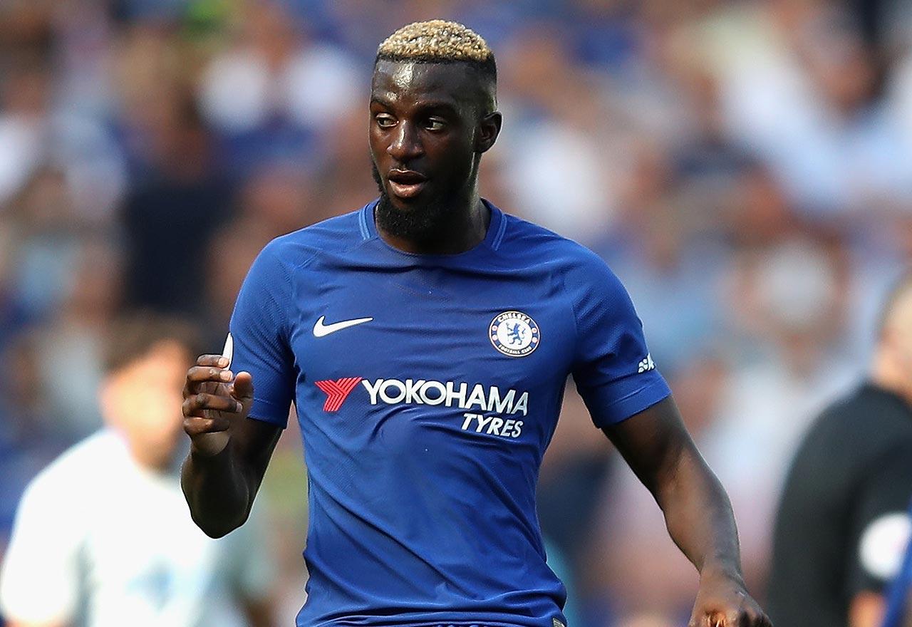 Image Tiemoue Bakayoko socialises with Chelsea legend Di r Drogba