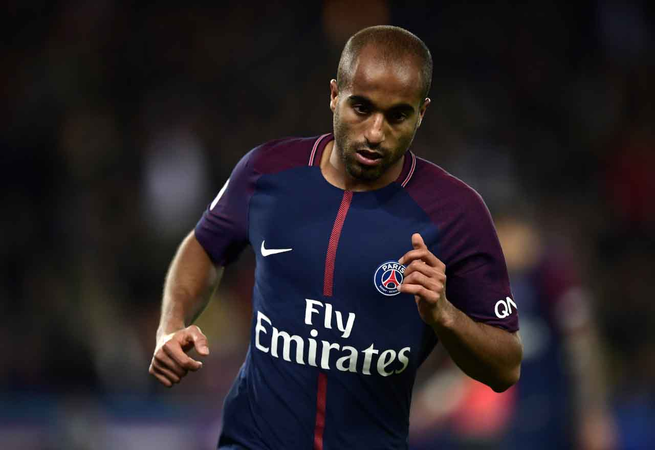PSG set to hold talks with Chelsea tar Lucas Moura over his future