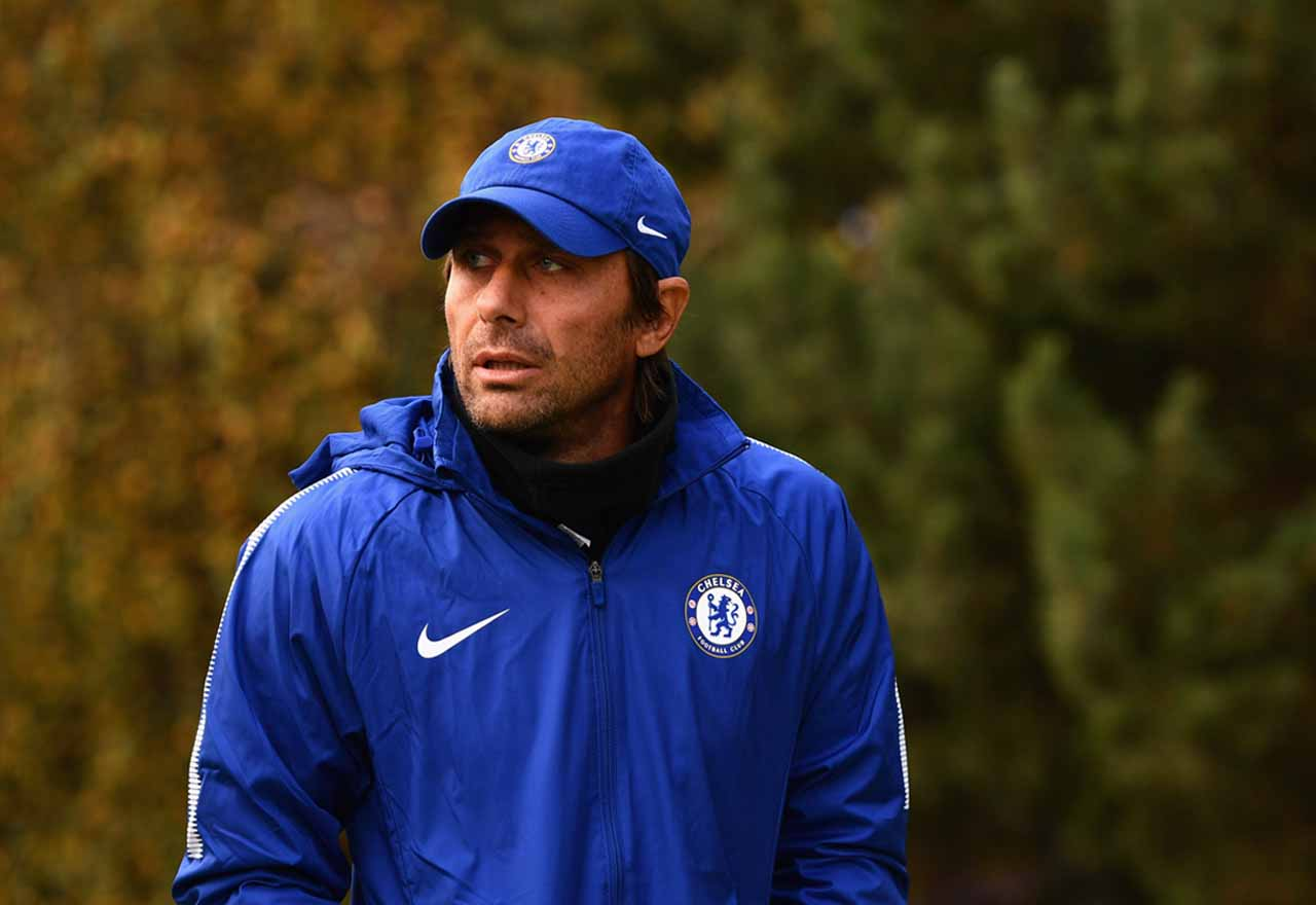 (Image) Antonio Conte spotted back in West London football ground - but it's not the Bridge