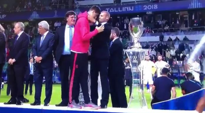 Video: Diego Simeone can't stop himself laughing at Courtois